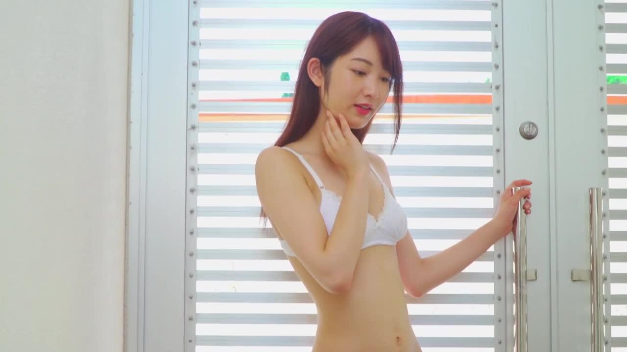 c10 - 清楚な顔立ちのスタイル抜群のプロポーションのビキニ美少女