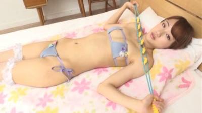 c15 - 清純アイドル系美少女がちょっと小さめのビキニを恥じらいながら・・・